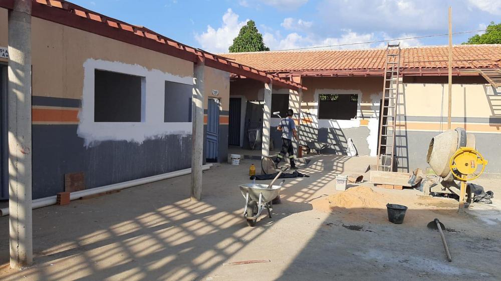 Escola municipal Cecília Meireles está sendo reformada.